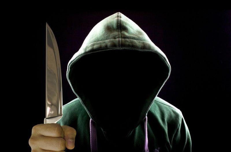 ナイフと不審者
