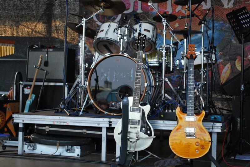 バンド 楽器