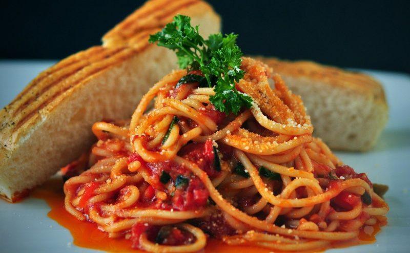 スパゲッティとパン