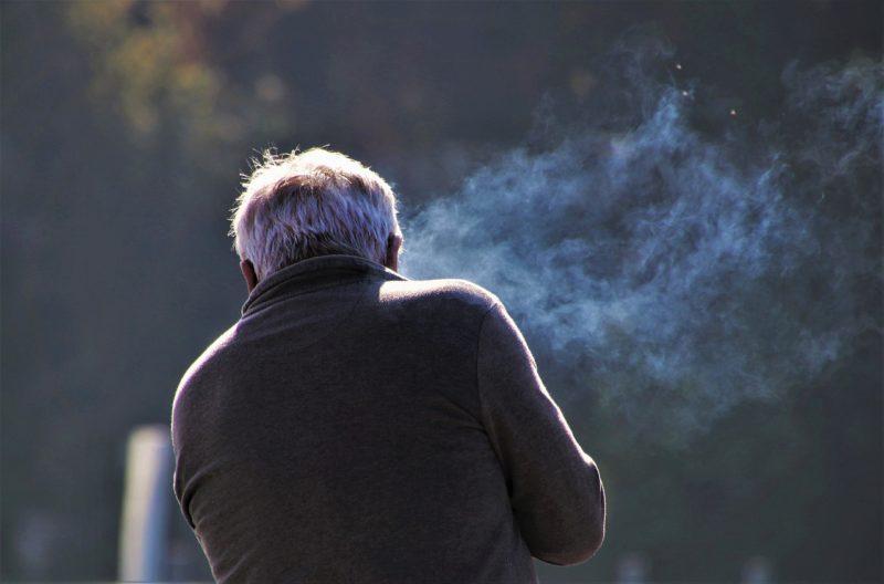 老人と紫煙