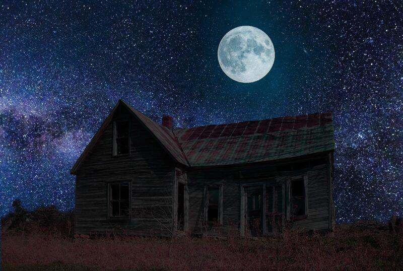 夜空と廃屋
